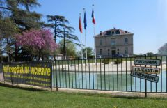 2013-04-24_CAN84_Marche-antinucleaire-pour-la-vie_vers_Pont-St-Esprit_mairie.jpg