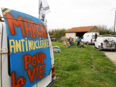 2013-04-25_CAN84_Marche-antinucleaire-pour-la-vie_vers_Bollene_14.jpg