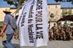2012-08-18_CAN84_Marche-pour-la-Vie_Pertuis_militaires_libre-de-droit_Wolakota.jpg