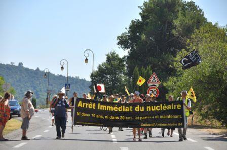 2012-08-18_CAN84_Marche-pour-la-Vie_banderole_arret-immediat-Mirabeau_Wolakota.jpg