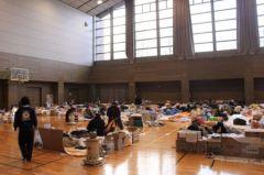 2011-09-30_Japon_fukushima-gymnase-refugies-DE-COSSETTE-930620_scalewidth_630.jpg