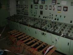 2011_TEPCO_salle-commande-batterie-secours.jpg