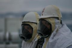 2010-12-19_A-cold-winter-afternoon_workers-prepare-remove-core-from-tank_C-107b.jpg
