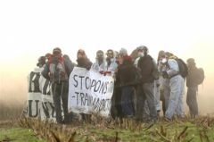 2011-11-25_nucleaire_valognes_manifestants-antinucleaire.jpg