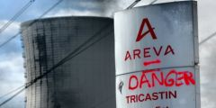 2013-05-29_Greve-salaries-Tricastin_panneau-Areva_danger.jpg