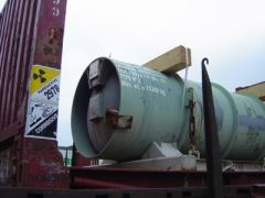 2013-06-19_Stop-Tricastin_Areva_CAN84_SDN_Greenpeace_blocage_transport-nucleaire_conteneur_uf6_type_48y_m.jpg