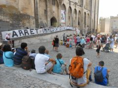 2013-07-15_CAN84_Die-in_Avignon_palais-des-papes_04.JPG
