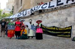 2013-07-15_CAN84_Die-in_Avignon_palais-des-papes_12_chris.jpg