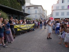 2018-07-05_Festival-Avignon_Parade-du-Off_CAN84-MCCA-CANSE_antinucleaire_01.JPG