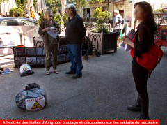 2019-05-24-26_Atomik-Tour_CAN84_Avignon_15_place-Pie_tracts_discussion.jpg